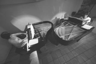 2台ピアノグレー.jpg